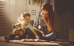 Gli psicologi consigliano di leggere ai bambini